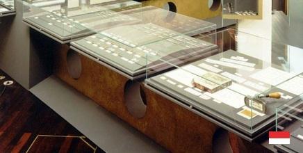 Экспонаты музея марок и монет в Монако