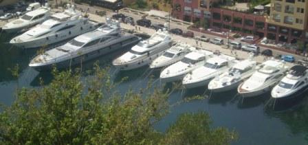 Шоу красивых яхт в Монако