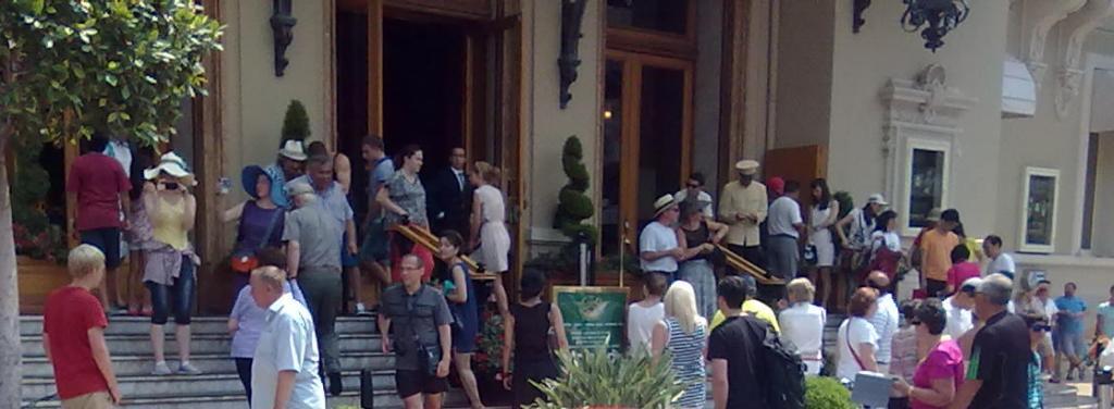 Знаменитое на весь мир казино в Монте-Карло