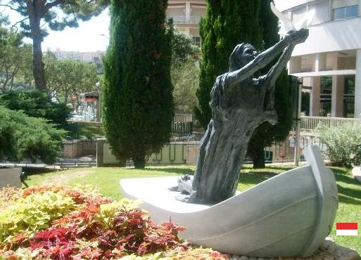 Памятник в честь легендарной Девоты