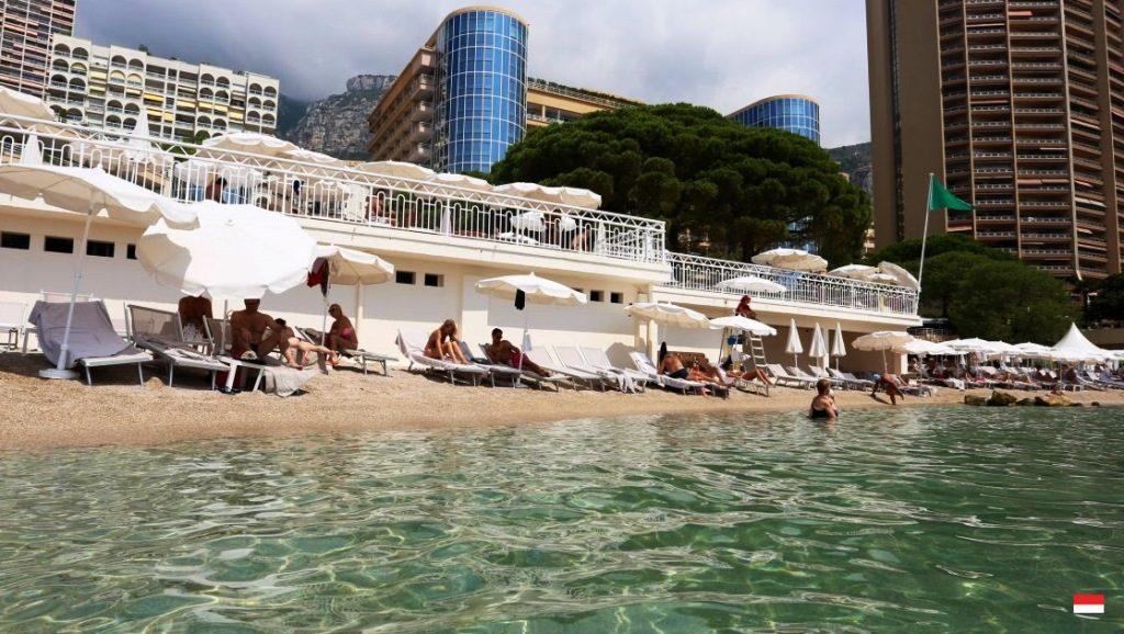 Пляж и услуги отеля Le Meridien Beach Plaza 4*